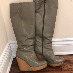 MATIKO patent leather gray wedged boots sz 7